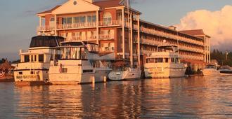 Riveredge Resort - Alexandria Bay - Building