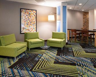 Holiday Inn Express Towson - Baltimore North, An IHG Hotel - Towson - Вітальня