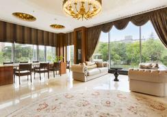Ramada Hotel & Suites by Wyndham Istanbul Atakoy - Istanbul - Aula