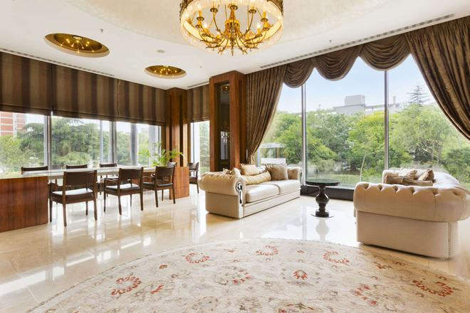 Ramada Hotel & Suites by Wyndham Istanbul Atakoy - Istanbul - Lobby