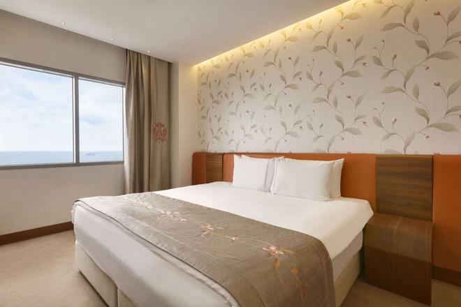Ramada Hotel & Suites by Wyndham Istanbul Atakoy - Istanbul - Chambre