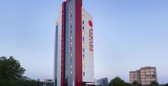 Ramada Hotel & Suites by Wyndham Istanbul Atakoy - Istanbul - Bygning