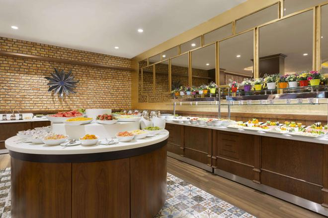 Ramada Hotel & Suites by Wyndham Istanbul Atakoy - Istanbul - Buffet