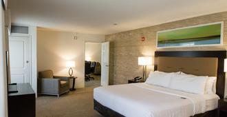 Holiday Inn & Suites Bloomington-Airport - Bloomington