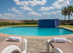 新拉雷多皇家酒店 - 新拉雷多 - 新拉雷多 - 游泳池