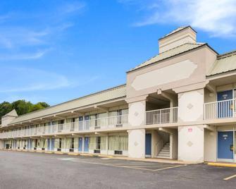 Motel 6 Pulaski, TN - Pulaski - Building