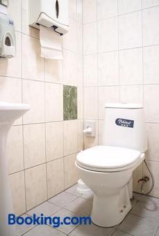 Valaste Guest house and Camping - Kohtla-Järve - Bathroom