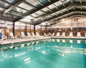 SureStay Hotel By Best Western Fernley - Fernley - Pool