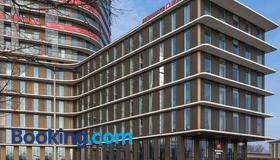 Meininger Hotel Amsterdam Amstel - Amsterdam - Building