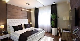 Hotel Mirror Skopje - Petrovec