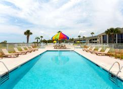Days Inn & Suites by Wyndham Jekyll Island - Jekyll Island - Piscina