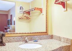 Knights Inn Mount Laurel - Mount Laurel - Bathroom