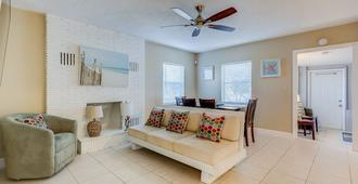 The oasis near the cruise & airport - By Avi - Fort Lauderdale - Wohnzimmer