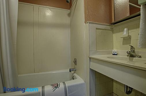 Economy Motel Inn & Suites - Somers Point - Baño