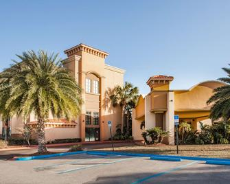Ramada by Wyndham Jacksonville/Baymeadows Hotel & Conf Cntr - Jacksonville - Building
