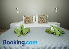 Out of Africa Guest House - Otjiwarongo - Bedroom