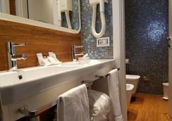 川伯琳套房酒店 - 里喬內 - 里喬內 - 浴室