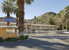 Travelodge by Wyndham Cathedral City - Cathedral City - Building