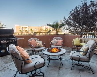 SpringHill Suites by Marriott Ridgecrest - Ridgecrest - Balkón