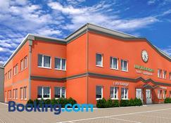 Winrooms Seminar Hotel & Apartments - Wiener Neustadt - Building