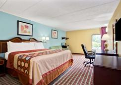 Super 8 by Wyndham Raleigh Downtown - Raleigh - Bedroom