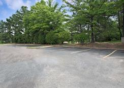 Super 8 by Wyndham Raleigh Downtown - Raleigh - Outdoors view