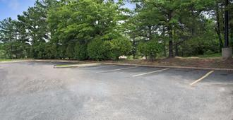 Super 8 by Wyndham Raleigh Downtown - Raleigh - Outdoor view