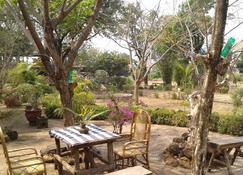 Xuanmai Garden Resort - Pakxé - Uteplats