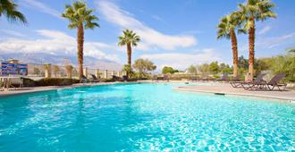 Holiday Inn Express Hotels and Suites Cathedral, an IHG Hotel - Cathedral City - Pool