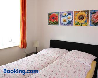 Wohnen beim Kunsthandwerker - Neuhausen - Bedroom