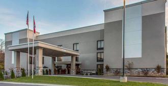 Quality Suites Nashville Airport - Nashville - Building