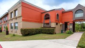 Quality Inn and Suites I-35 near ATT Center - San Antonio - Bâtiment