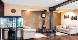 Quality Inn and Suites I-35 near ATT Center - סן אנטוניו - לובי
