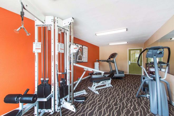 Quality Inn and Suites I-35 near ATT Center - San Antonio - Gym