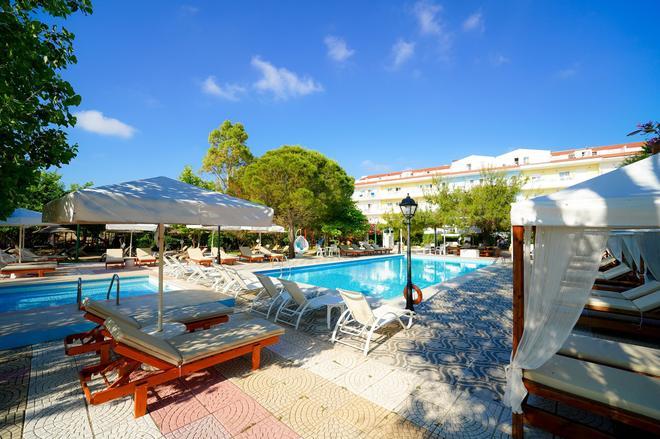 Hotel Summery - Lixouri - Piscina