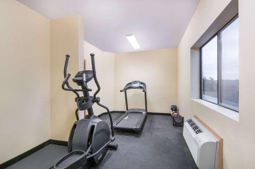 Days Inn by Wyndham Baytown East - Baytown - Fitnessbereich