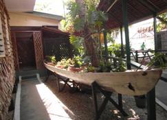 Agnes Gateway Hotel - Munda - Patio