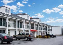 Econo Lodge - Greenville - Building