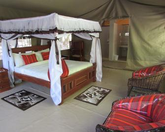 Enchoro Wildlife Camp - Ololaimutiek - Bedroom