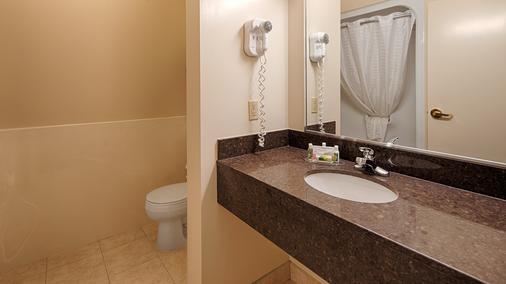 Best Western Thunder Bay Crossroads - Thunder Bay - Bathroom