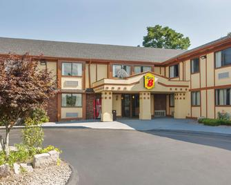 Super 8 by Wyndham West Haven - West Haven - Building