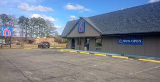 Motel 6 Newport News, Va - Fort Eustis - Newport News - Building