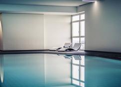 呂登沙伊德美居酒店 - 路登塞特 - 呂登沙伊德 - 游泳池