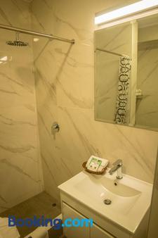 Hotel Lexus - Lima - Bathroom