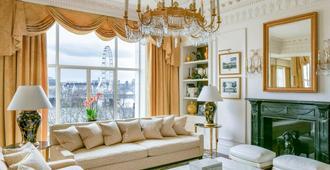 The Savoy - London - Living room