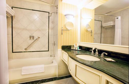 Barceló San Salvador - San Salvador - Bathroom