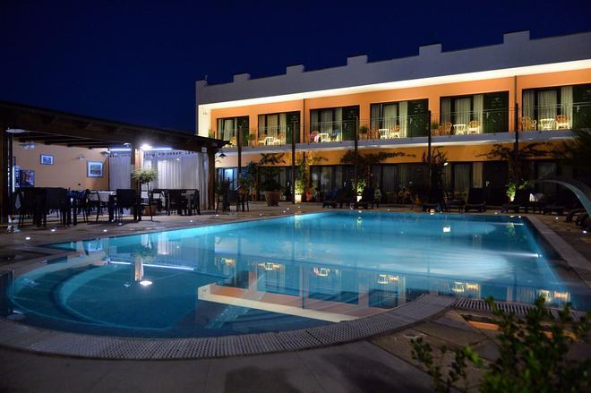 庫爾迪普利亞酒店 - 阿爾貝羅貝洛 - 游泳池