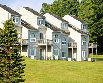 Pocono Mountain Villas - East Stroudsburg - Building