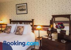 Silver Maple Inn and The Cain House - Bridgeport - Bedroom