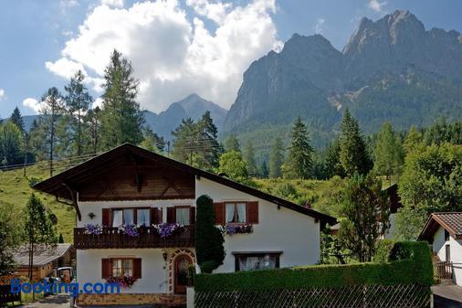 Gästehaus Kerschbaum - Grainau - Building